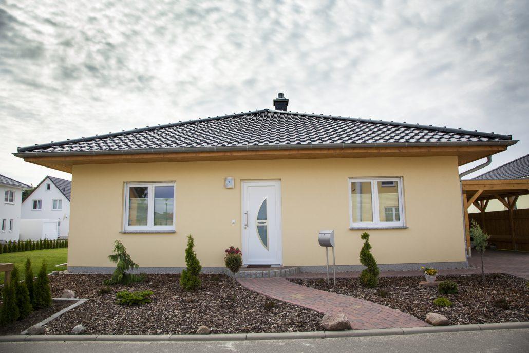bungalow in bad kleinen massiv bau haus hausbau in mecklenburg vorpommern. Black Bedroom Furniture Sets. Home Design Ideas